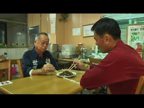 Snake farm: Snakes eat live chickens as people eat dead snakes in Taiwan