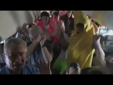 Harlem Shake dance on a plane