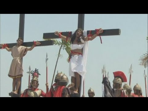 SHOCKING PICTURES: Devotees in the Philippines are nailed to the cross