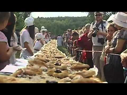Russian bakers produce 300kg, 70m-long blueberry pie
