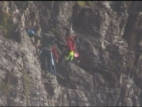 Rescue footage: Climbers winched to safety by New Zealand helicopter rescue team