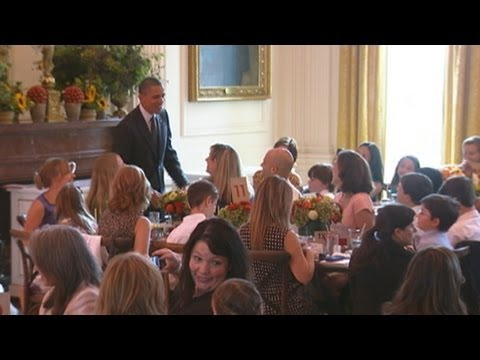 Michelle Obama Hosts Kids' 'State Dinner'