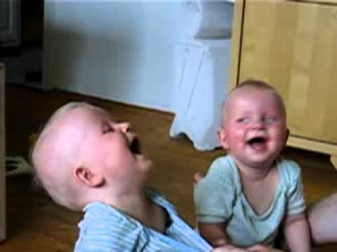 laughing twins – babies laugh at their father