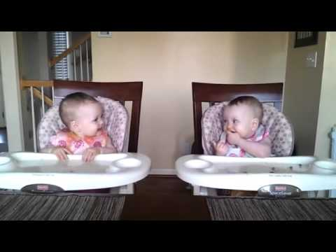 11-Month-Old-Twins-Dancing-to-Daddys-Guitar