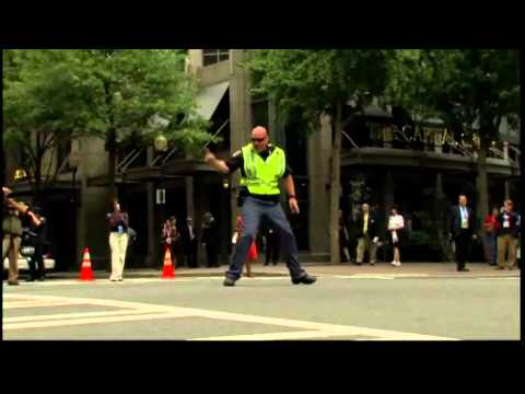 Dancing cop treats motorists in North Carolina to some street dancing