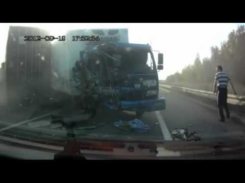 Russian truck driver miraculously escapes head-on collision