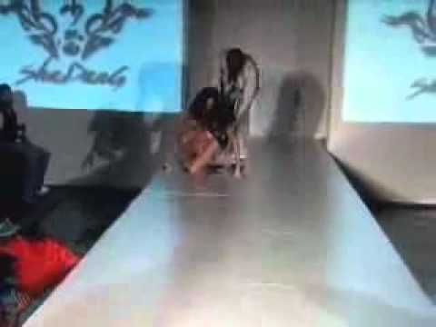 FUNNY VIDEO – Model Falls in Hole On Runway at Shadang Fashion Show – Funny Videos