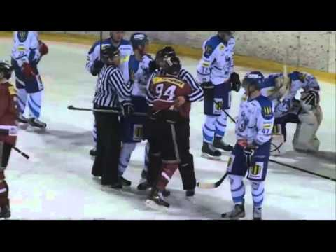 Dramatic ice hockey brawl: Fight breaks out on rink