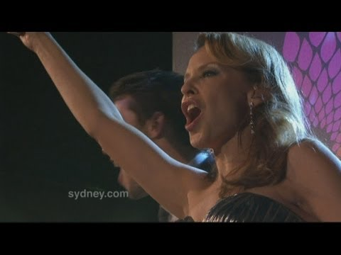 Kylie Minogue kicks off New Year celebrations in Sydney